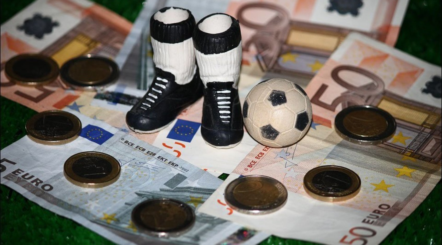 Поки увесь футбол на карантині, аферисти набивають кишені