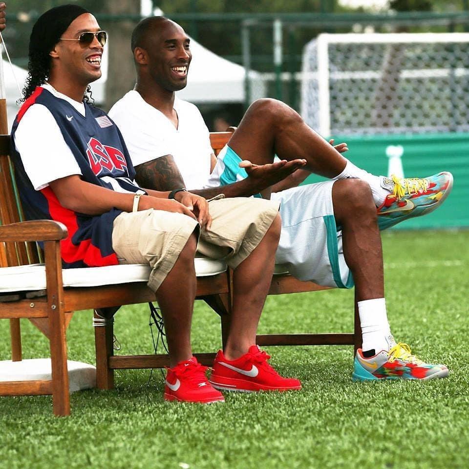 """Фанат """"Милана"""" и друг Роналдиньо: Коби Брайант любил футбол и был кумиром многих игроков - изображение 4"""