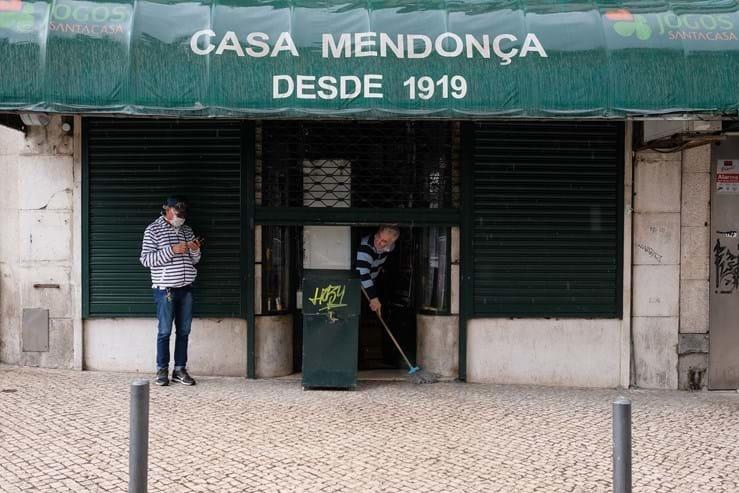 Футбол на карантине: сидр для соседа, шутка от Лингарда и хорошие новости из Испании (Видео) - изображение 3