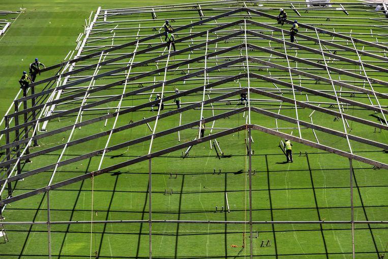 """Легендарный """"Маракана"""" превращается в полевой госпиталь (Фото) - изображение 4"""