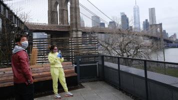 Коронавирус в США: временные морги на улицах Нью-Йорка и котики как отдушина