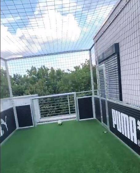 """У игрока дортмундской """"Боруссии"""" есть футбольное поле на крыше дома (Фото) - изображение 2"""