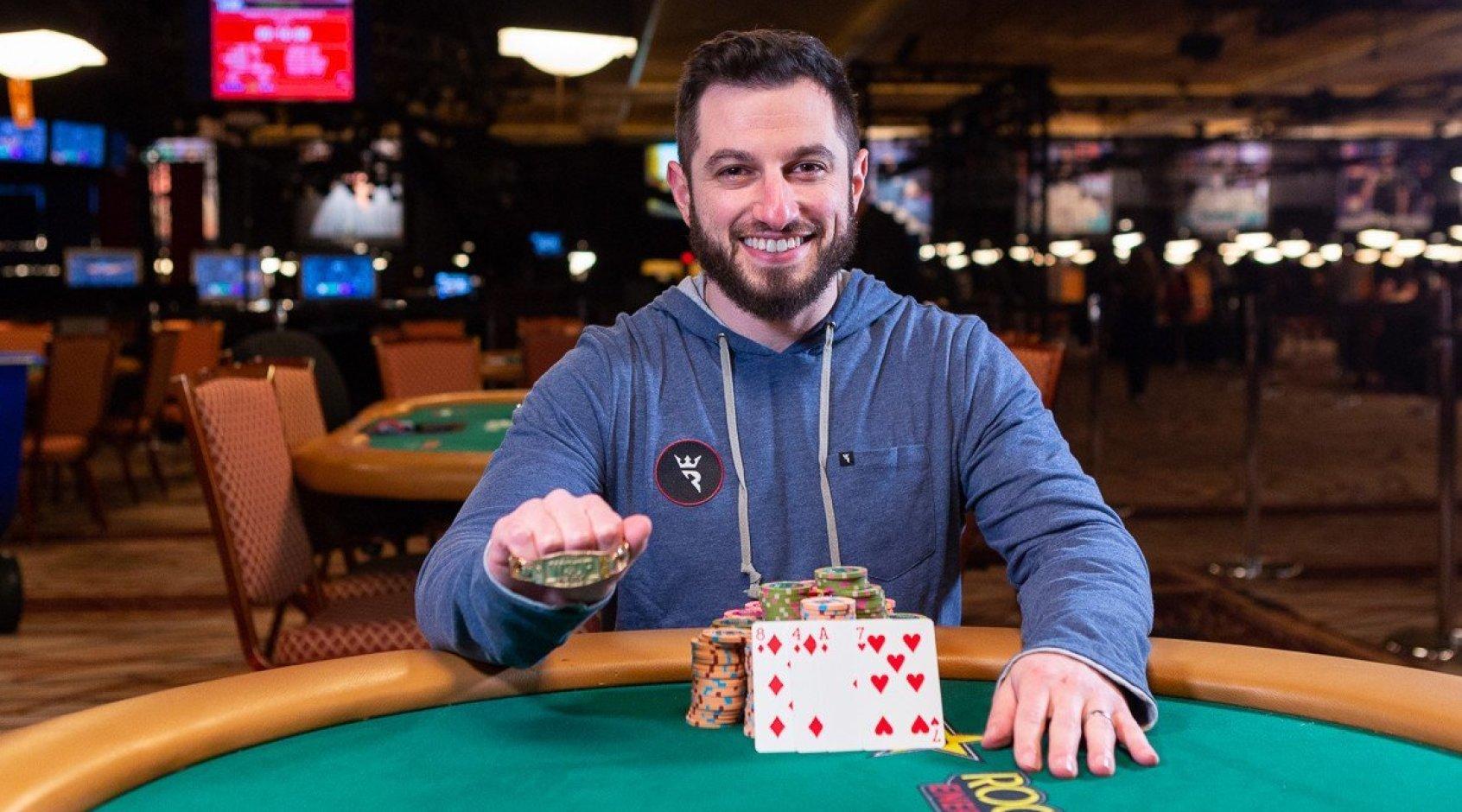 Фил Гальфонд вступил в еще одну покерную битву