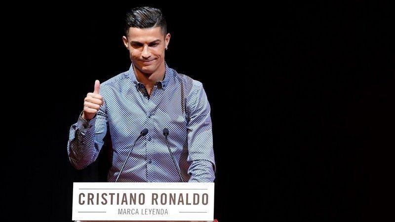 10 самых богатых футболистов в мире: от Погба до Криштиану Роналду и Месси - изображение 10