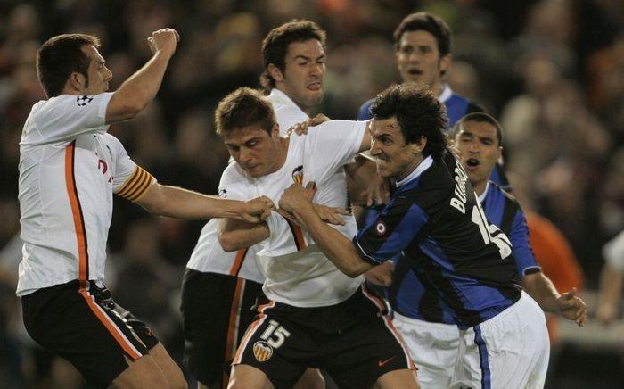 Самые жестокие драки в истории футбола: Марадона против Мясника из Бильбао, Норман Хантер против Фрэнсиса Ли (+ видео) - изображение 2