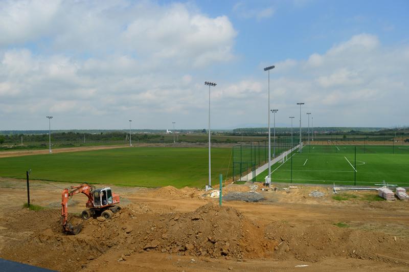Угорці будують на Закарпатті ультрасучасну футбольну базу - изображение 1