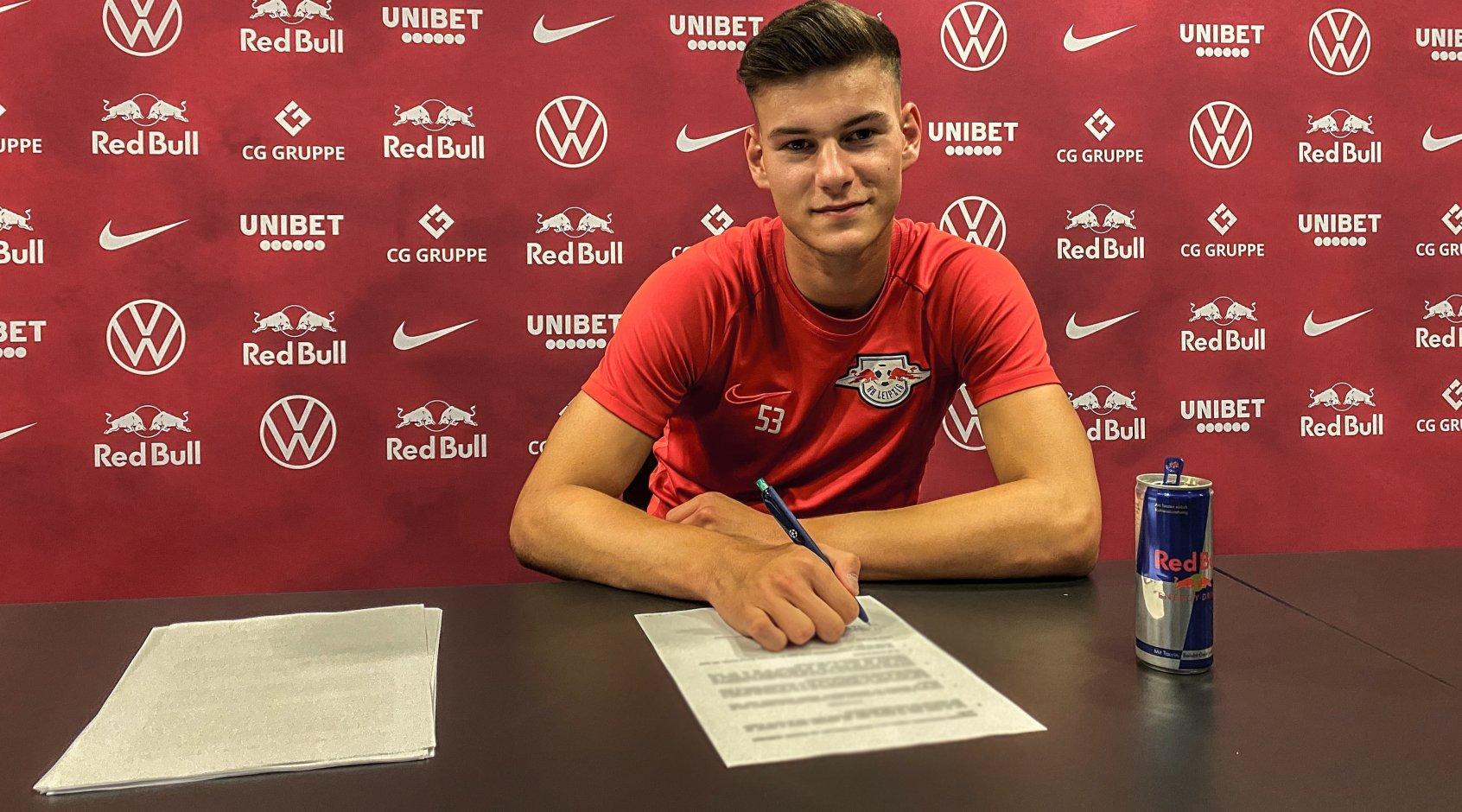 """Официально: """"Лейпциг"""" продлил контракт до 2025 года с юным воспитанником клуба"""
