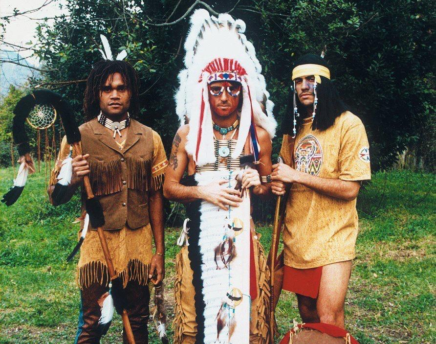Футбол на карантине: Месси на отдыхе, Роналду на яхте и Манчини в костюме индейца (Фото, Видео) - изображение 2