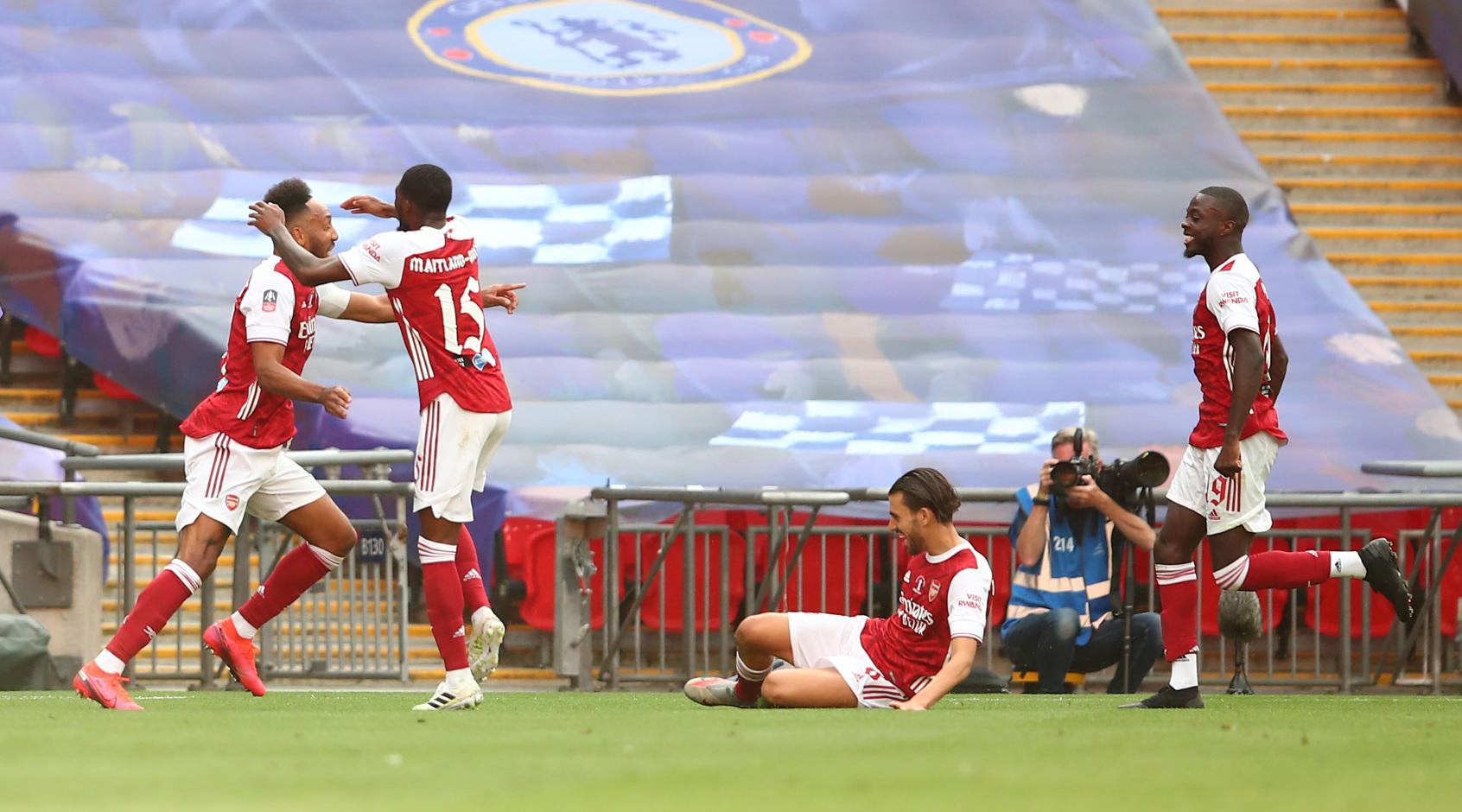 """Лондонский """"Арсенал"""" объявил о намерении уволить 55 сотрудников клуба - игроки недовольны"""