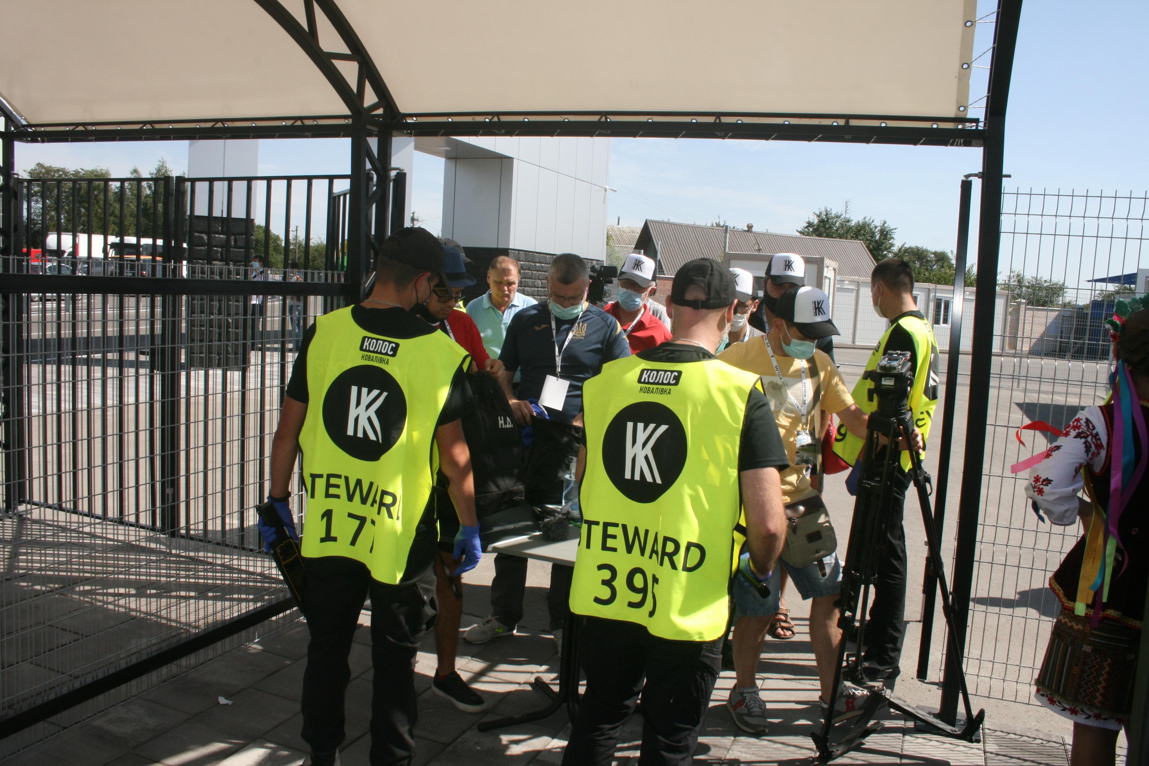 """""""Когда люди пьют пиво и смотрят футбол, они хотят в туалет"""" - что говорили на открытии стадиона """"Колос"""" (+Фото) - изображение 3"""