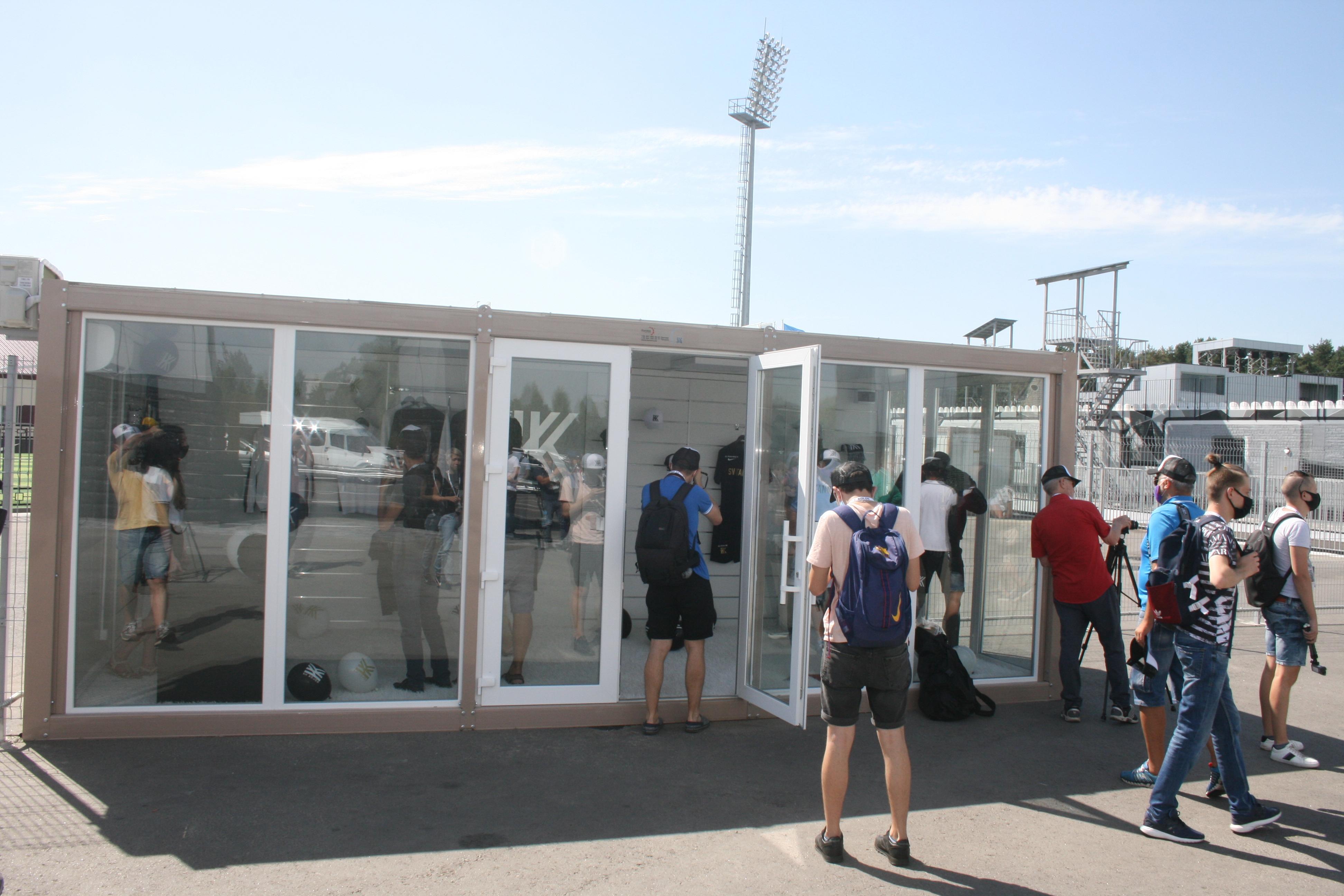 """""""Когда люди пьют пиво и смотрят футбол, они хотят в туалет"""" - что говорили на открытии стадиона """"Колос"""" (+Фото) - изображение 12"""