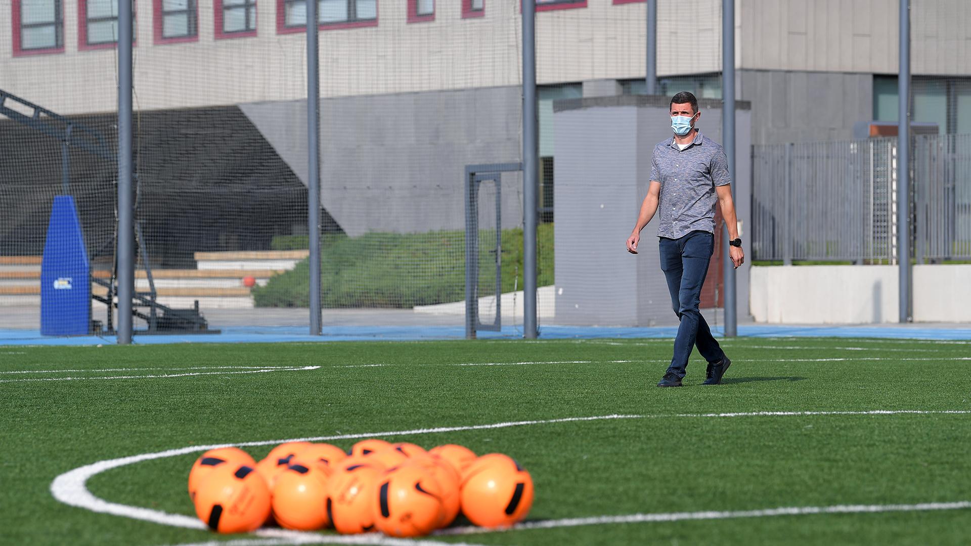 Сергей Кривцов поиграл в футбол с детьми с особенностями развития (Фото) - изображение 1