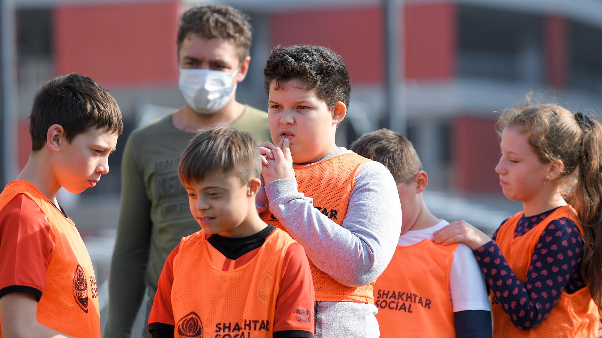 Сергей Кривцов поиграл в футбол с детьми с особенностями развития (Фото) - изображение 4