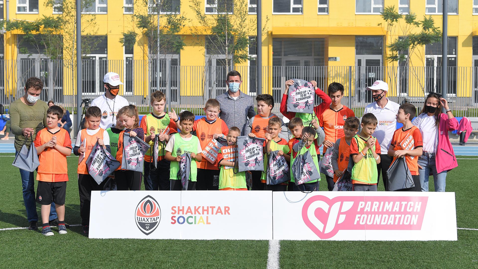 Сергей Кривцов поиграл в футбол с детьми с особенностями развития (Фото) - изображение 5
