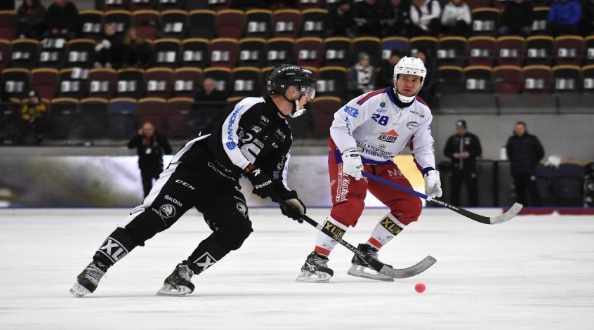 Ставки на хоккей с мячом: особенности вида спорта, стратегии и нюансы игры