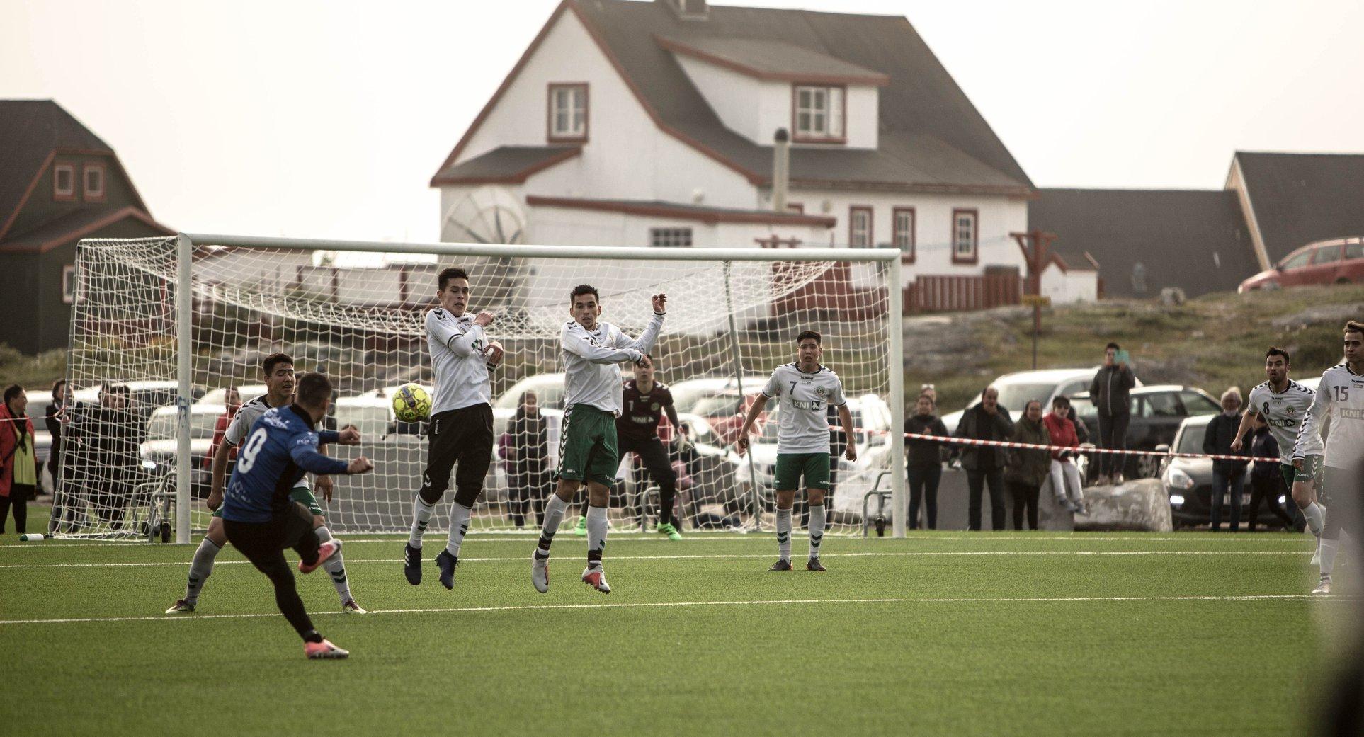 Самое короткое футбольное соревнование в мире: в Гренландии сезон длится одну неделю (+Фото, Видео) - изображение 3