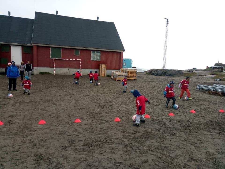 Самое короткое футбольное соревнование в мире: в Гренландии сезон длится одну неделю (+Фото, Видео) - изображение 9